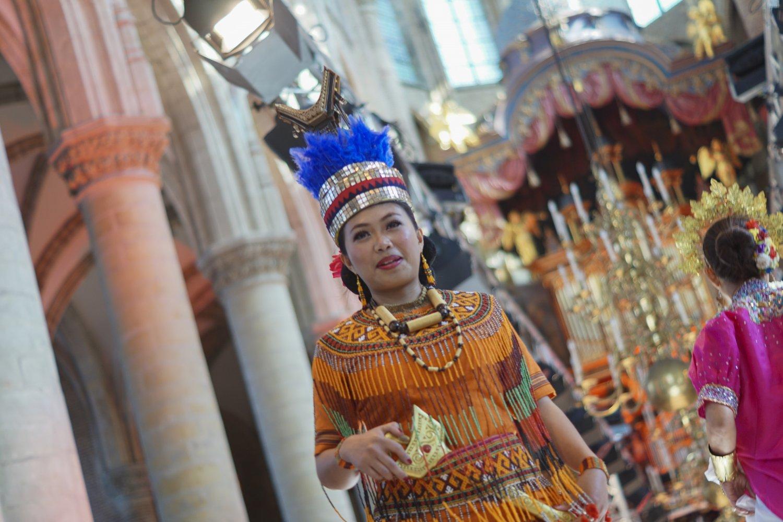 Pakaian Adat Toraja. Sumber: goesigoes.nl